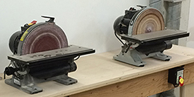 Ponceuse rotative à bois - Ne JAMAIS utiliser pour métaux, plastiques ou isolant-mousse.  Toujours faire fonctionner le dépoussiéreur.