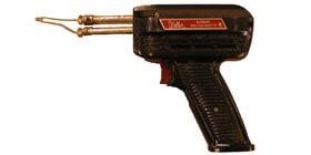Pistolet à souder (PS) - Le pistolet peut aussi servir à faire fondre des matières plastiques thermoplastiques pour les marier ensemble ou à découper les plastiques thermodurcissables.  Utiliser dans un endroit bien aéré en raison des vapeurs générées par le chauffage.<br /> <br /> AVERTISSEMENT : Vous devez fournir le plomb ainsi que la pâte à flux nécessaire à la soudure.