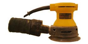 """Ponceuse orbitale (PO) - AVERTISSEMENT : Vous devez fournir les disques de papier abrasif de diamètre standard (endos en velcro).<br /> <br /> Les papiers abrasifs sont disponibles chez les marchands selon un """"grit"""" donné.  Cette valeur correspond au nombre de grains abrasifs par pouce.  Un """"grit"""" 60 est plus abrasif qu'un """"grit"""" 120 qui est nettement plus doux.  Consultez la rubrique Poncer le bois pour des conseils."""